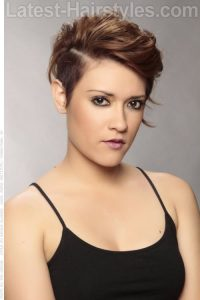 Wavy short hair with undercut for fat face
